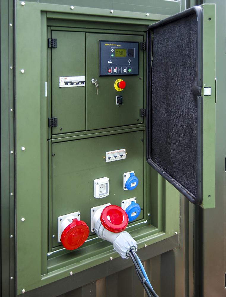 Kontenerowa Elektrownia Polowa KEP 65 - Panel sterowania i gniazda dawcze