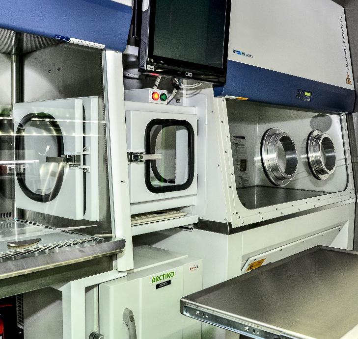 KLM 20 - Kontenerowe Laboratorium Mikrobiologiczne - Komora laminarna, śluza podawania próbek i komora rękawicowa