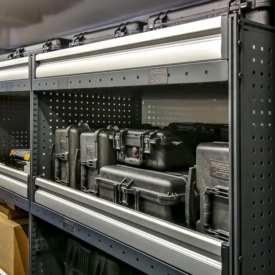 RLM - Ruchome Laboratorium Metrologiczne - Wnętrze kontenera techniczno-magazynowego