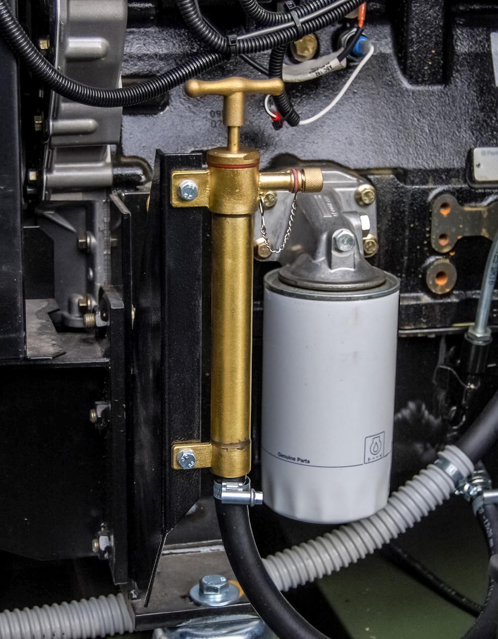 Zespół prądotwórczy ZPW 45 DTZ - pompka wymiany oleju