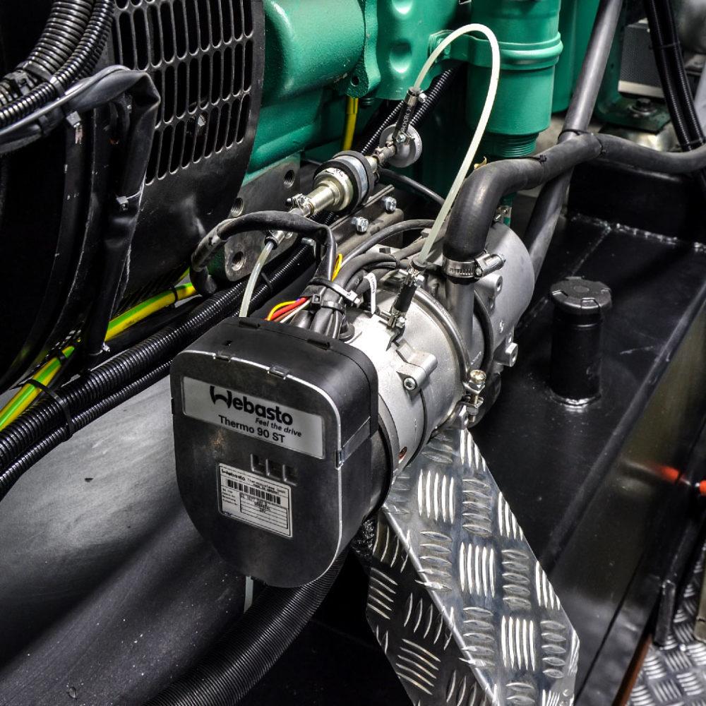 Kontenerowa Elektrownia Polowa KEP 250 - Podgrzewanie bloku silnika