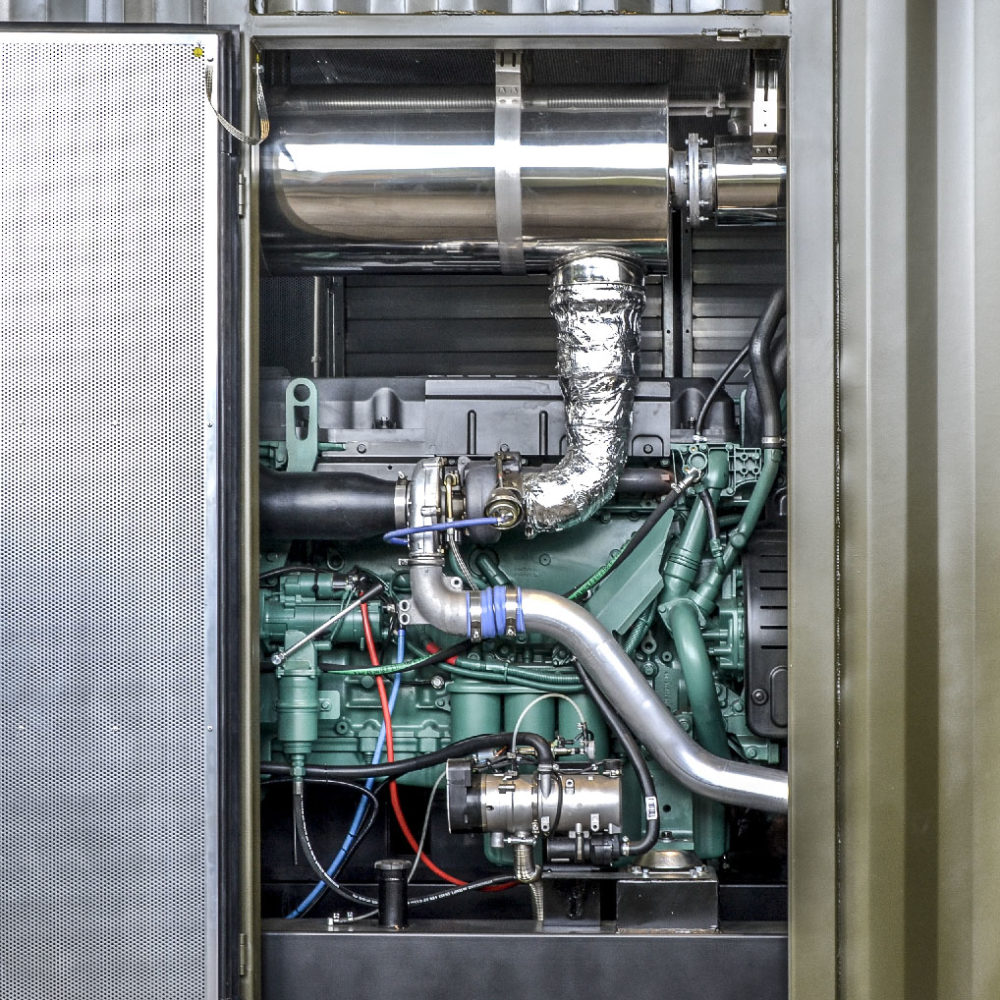 Kontenerowa Elektrownia Polowa KEP 2x250 - Widok zespołu prądotwórczego